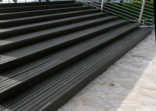 realizzazione scala e passaggio pedonale sopraelevato in legno